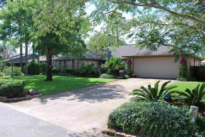 Gulf Breeze Single Family Home For Sale: 207 Williamsburg Dr