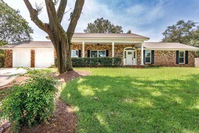 Gulf Breeze Single Family Home For Sale: 601 Poinciana Ct