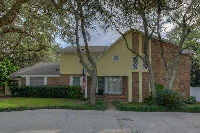 Gulf Breeze Single Family Home For Sale: 68 Shoreline Dr
