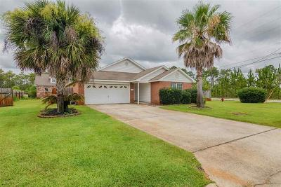 Navarre Single Family Home For Sale: 8778 Faye Ct