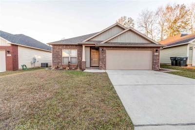 Cantonment Single Family Home For Sale: 913 John Deere Ln