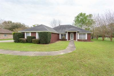 Cantonment Single Family Home For Sale: 106 Countri Ln