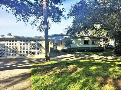 Vero Beach Single Family Home For Sale: 425 Live Oak Road