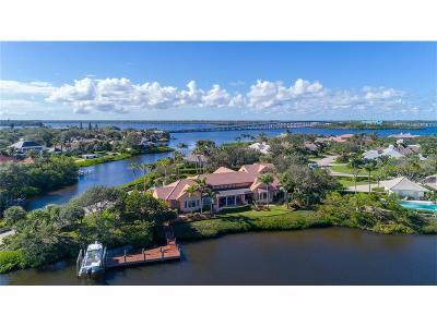 Vero Beach Single Family Home For Sale: 601 Lake Drive