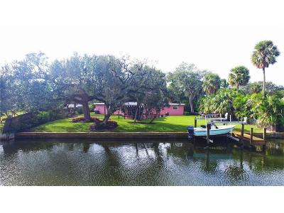 Vero Beach Single Family Home For Sale: 611 E Causeway Boulevard