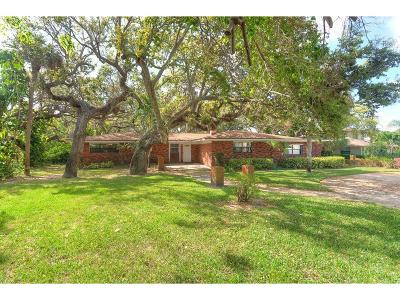 Vero Beach Single Family Home For Sale: 895 Indian Lane