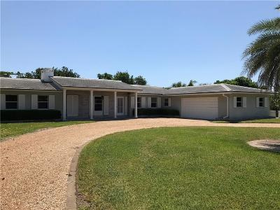 Vero Beach Single Family Home For Sale: 736 Live Oak Lane