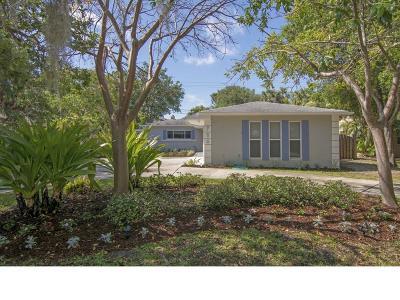 Vero Beach Single Family Home For Sale: 786 Dahlia Lane