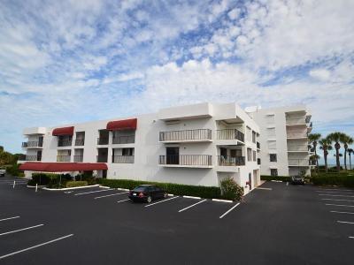 Vero Beach Condo/Townhouse For Sale: 1700 Ocean Drive #204V