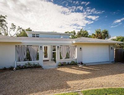 Vero Beach Single Family Home For Sale: 610 Honeysuckle Lane