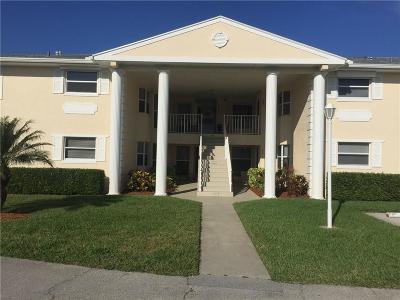 Vero Beach Condo/Townhouse For Sale: 605 Lake Jasmine Circle #208