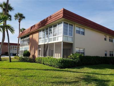 Vero Beach Condo/Townhouse For Sale: 3 Vista Palm Lane #102