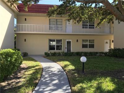 Vero Beach Condo/Townhouse For Sale: 44 Woodland Drive #102