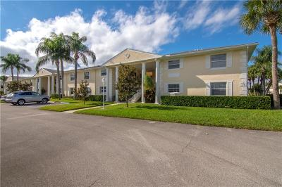 Vero Beach Condo/Townhouse For Sale: 434 Grove Isle Circle #434