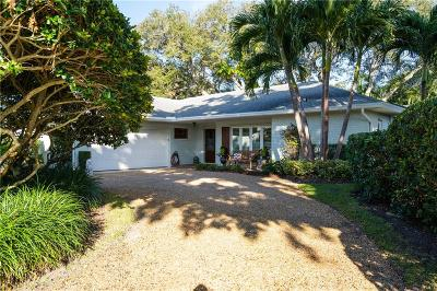 Vero Beach Single Family Home For Sale: 555 Honeysuckle Lane