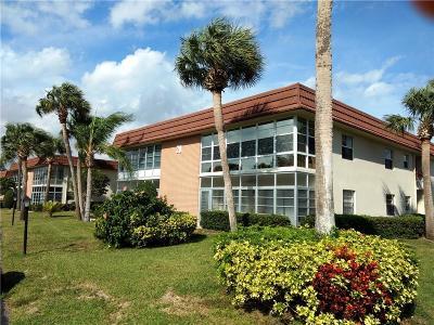 Vero Beach Condo/Townhouse For Sale: 28 Vista Gardens Trail #204