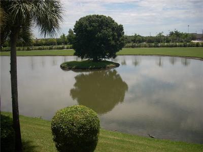 Vero Beach Condo/Townhouse For Sale: 31 Plantation #202