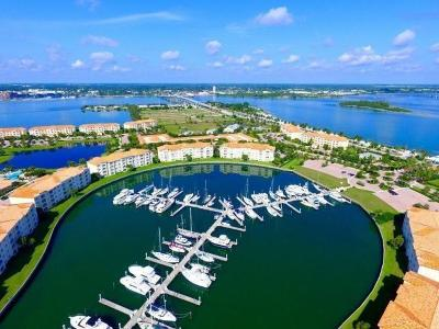 Fort Pierce Condo/Townhouse For Sale: 9 Harbour Isle Drive #PH04
