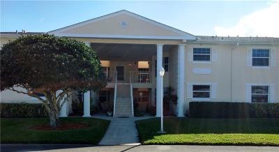 Vero Beach Condo/Townhouse For Sale: 203 Grove Isle Circle #203