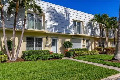 Vero Beach Condo/Townhouse For Sale: 2806 Cardinal Drive #4