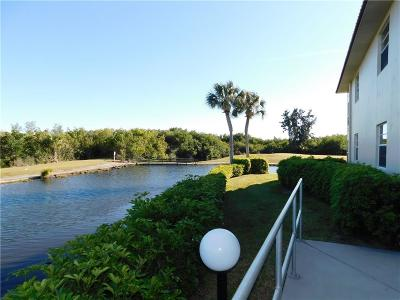 Vero Beach Condo/Townhouse For Sale: 71 Royal Oak Court #206