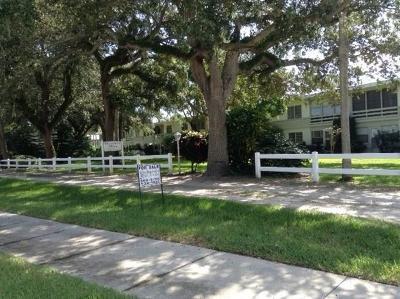 Vero Beach Condo/Townhouse For Sale: 677 Royal Palm Boulevard #8