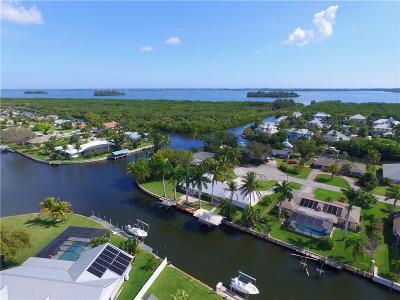 Vero Beach Single Family Home For Sale: 2203 SE 6th Avenue