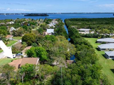 Vero Beach Single Family Home For Sale: 405 SE 12th Place