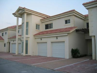 Vero Beach, Indian River Shores, Melbourne Beach, Melbourne, Sebastian, Palm Bay, Orchid Island, Micco, Indialantic, Satellite Beach Rental For Rent: 520 7th Place #104