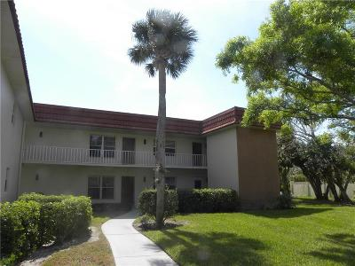 Vero Beach Condo/Townhouse For Sale: 95 Spring Lake Drive #102