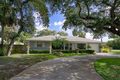 Vero Beach Single Family Home For Sale: 645 Iris Lane