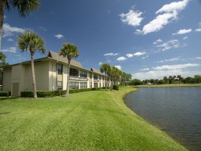 Vero Beach Condo/Townhouse For Sale: 23 Plantation Drive #204