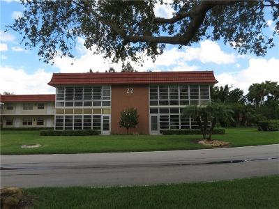 Vero Beach Condo/Townhouse For Sale: 22 Pine Arbor Lane #207