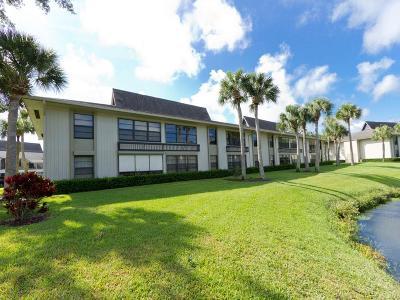 Vero Beach Condo/Townhouse For Sale: 18 Plantation Drive #205