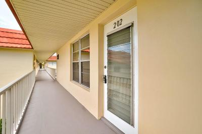 Vero Beach Condo/Townhouse For Sale: 47 Woodland Drive #202