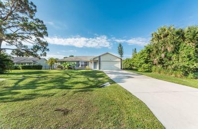 Sebastian Single Family Home For Sale: 766 Carnation Drive
