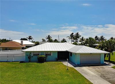 Hutchinson Island Single Family Home For Sale: 140 Dominion Court