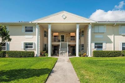 Vero Beach, Indian River Shores, Melbourne Beach, Melbourne, Sebastian, Palm Bay, Orchid Island, Micco, Indialantic, Satellite Beach Condo/Townhouse For Sale: 373 Grove Isle Circle #373