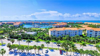 Fort Pierce Condo/Townhouse For Sale: 36 Harbour Isle Drive #304