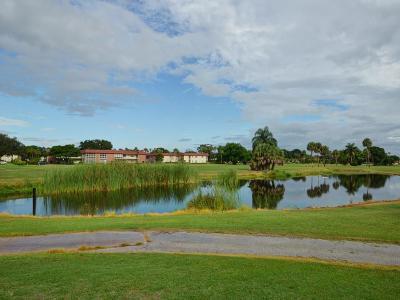 Vero Beach Condo/Townhouse For Sale: 99 Spring Lake Drive #201