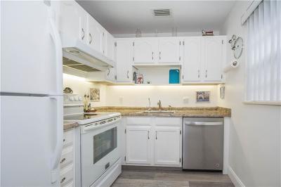 Vero Beach Condo/Townhouse For Sale: 42 Vista Gardens Trail #105