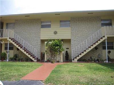North Miami Single Family Home For Sale: 1765 Venice Ln #3E