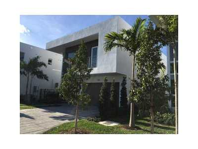 Doral Single Family Home For Sale: 9881 NW 75th Terrace