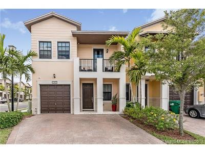 Doral Condo Active-Available: 10420 Northwest 61st St #10420