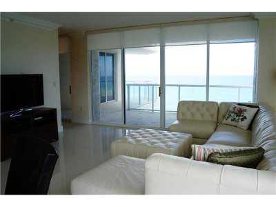 Sunny Isles Beach Condo For Sale: 18671 Collins Ave #703