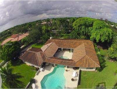 Coral Gables Single Family Home For Sale: 390 Casuarina Concourse