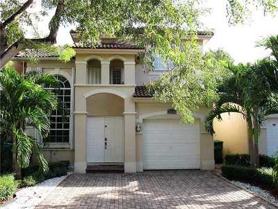 Doral Single Family Home For Sale: 10760 NW 68th Ln