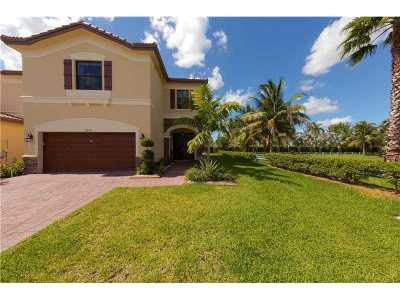 Doral Single Family Home For Sale: 9979 NW 89th Terrace