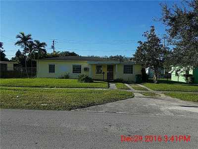 Single Family Home Active-Available: 14520 Carver Dr