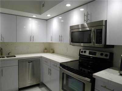 Miami Beach Condo For Sale: 5600 Collins Ave #8D